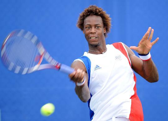 图文-奥运网球男单首轮11日赛况 蒙菲斯奋力回球