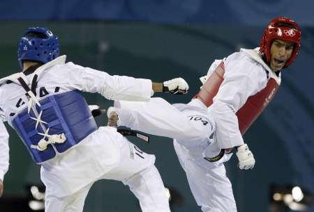 图文-奥运会男子跆拳道80公斤级 塞伊出重腿