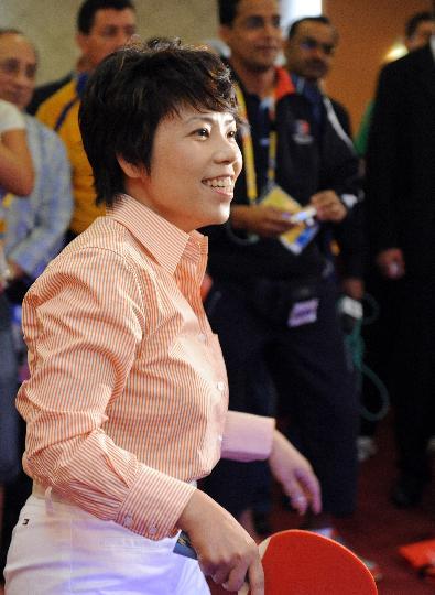 图文-邓亚萍老瓦同台对垒 看来是赢了比赛了