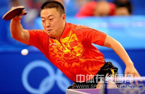 图文-乒乓球中国男团出征预赛 弧旋球直取对手