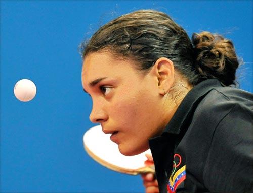 图文-乒乓球女单预赛 委内瑞拉运动员在比赛中