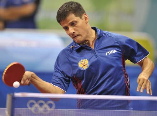 图文-奥运会乒乓球男单第三轮 俄罗斯选手回球