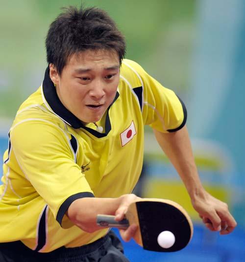 图文-奥运会乒乓球男单第三轮 反手回击