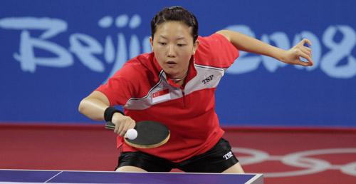 图文-奥运女乒单打张怡宁率先进决赛 李佳薇很小心