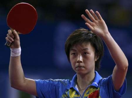 图文-奥运女乒单打张怡宁率先进决赛 挥手致谢观众