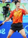 图文-乒乓球男单王励勤获铜牌 胜利笑容挂在脸上