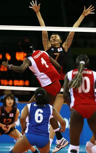 图文-女排预赛日本胜委内瑞拉 日本队员跳的更高