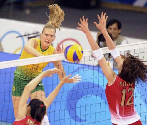 图文-女排巴西队横扫日本  巴西队扣球很有力