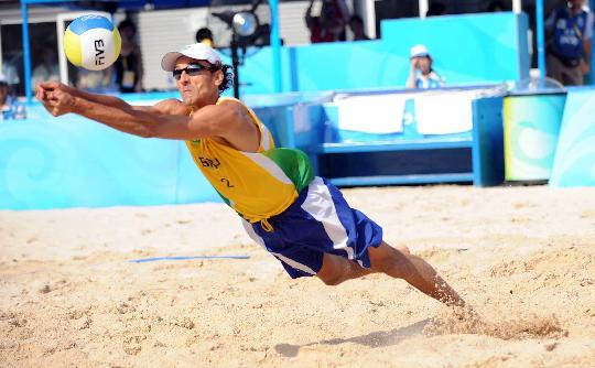 图文-巴西选手获铜牌 雷戈在比赛中救球