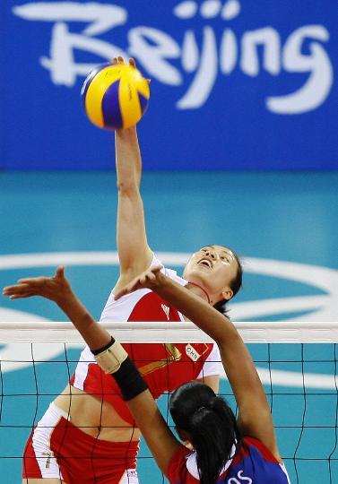 图文-女子排球中国队获得铜牌 周苏红泰山压顶