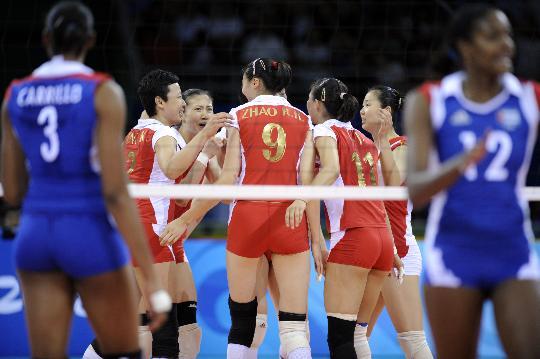 图文-女子排球中国队获得铜牌 女排姑娘团结一心