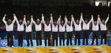 图文-奥运会男排决赛美国3-1巴西 站在领奖台上