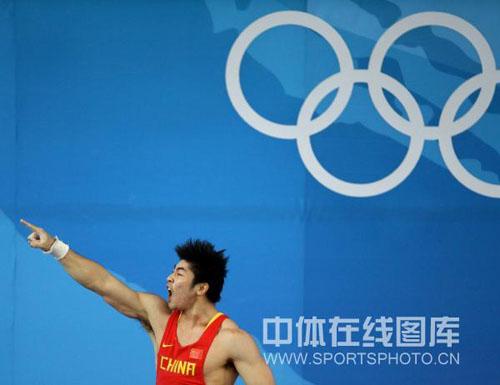图文-举重85公斤级陆永夺金 陆永直指冠军金牌