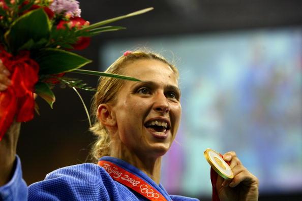 图文-奥运柔道女子48公斤级 杜米特鲁微笑展示金牌