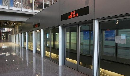资料图片:首都机场T3航站楼--机场快线站台