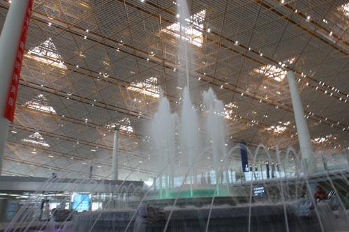 资料图片:T3航站楼与众不同--航站楼内的喷泉