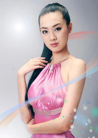 图文-开幕式举中国牌子的美丽女孩 面容精致