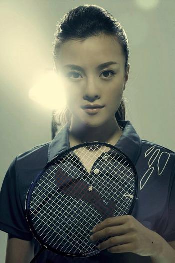 图文-刘孜羽毛球时尚写真 为选手助威加油