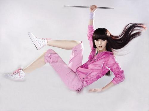 图文-范冰冰奥运时尚写真 粉色柔美