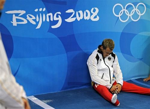 图文-男人哭吧不是罪 德国体操选手赛后沮丧