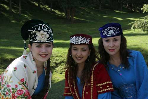 图文-祝福北京塔塔尔族使者评选 三个大美女合影
