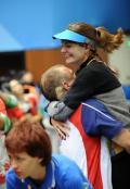 图文-埃蒙斯夺得北京奥运首金 卡-埃蒙斯庆祝胜利