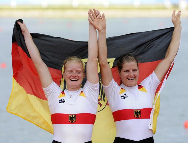 图文-[奥运]赛艇女子双人双桨 德国队庆祝亚军