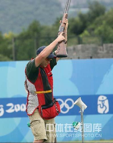 图文-08奥运会射击比赛集锦 是庆祝不是投降