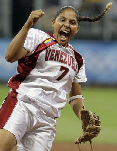 图文-北京奥运会垒球赛场回顾 把她兴奋成这样子