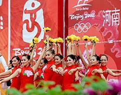 洛阳传递民族舞蹈助兴