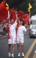 图文-奥运圣火在乐山传递