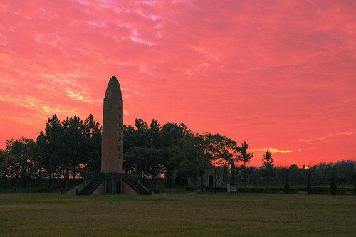 红色故都瑞金之瑞金塔:夕阳下的红军烈士纪念塔