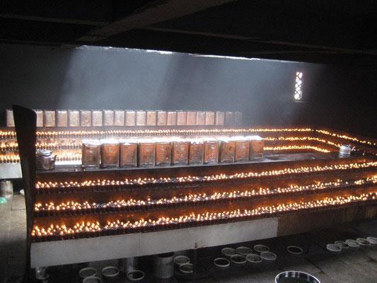 大昭寺内的万盏酥油灯