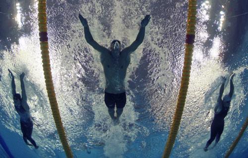 男子400米混合泳预赛菲尔普斯破纪录
