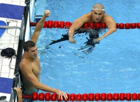 图文-400米混合泳菲尔普斯摘金 菲尔普斯与切赫