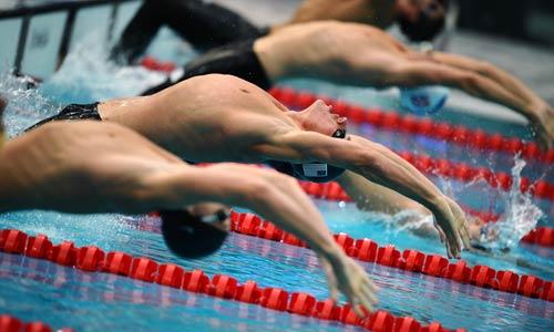 图文-男子200米仰泳决赛 洛赫特向冠军出发