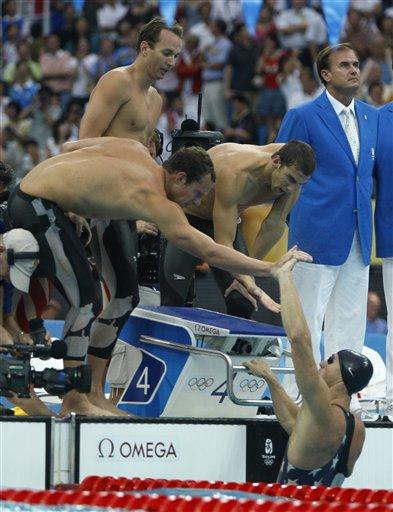 图文-男子4x100米混合泳接力 美国率先触壁后