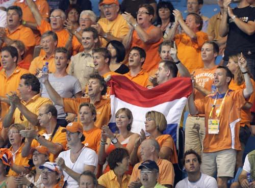 图文-奥运会17日女子水球赛况 观众支持必不可少
