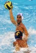 图文-奥运会20日男子水球八强赛 伺机传球