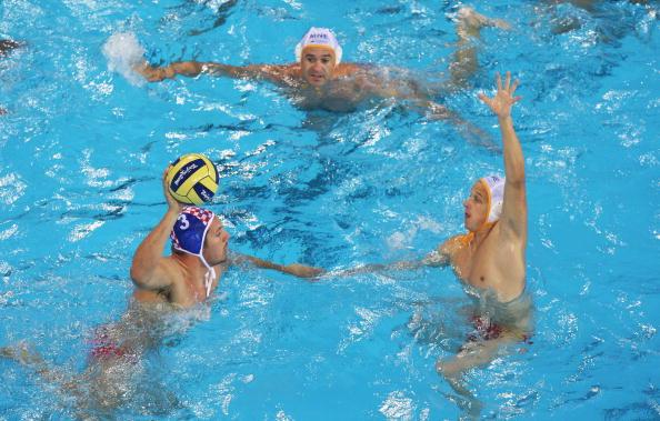 图文-奥运会20日男子水球八强赛 配合很重要