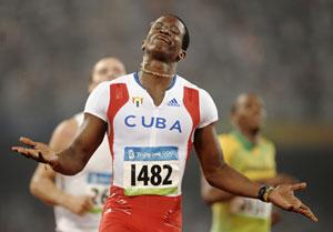 110米栏罗伯斯12秒93夺冠美国双雄分列二三名