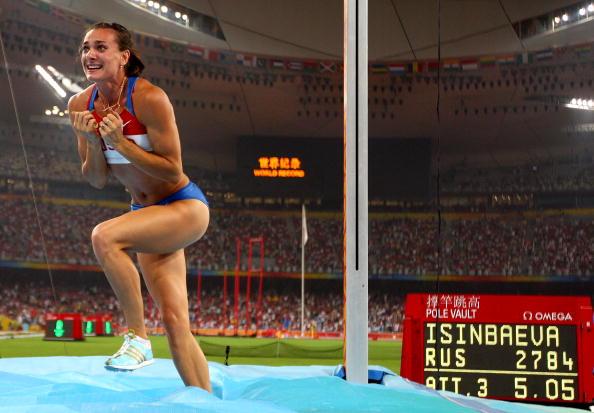 图文-奥运会女子撑杆跳决赛 伊辛巴耶娃激动不已