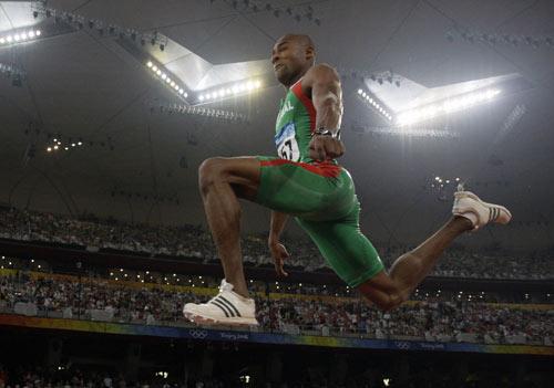 图文-田径男子三级跳远决赛 超越自我的一刻