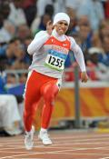 图文-女子200米半决赛赛况 巴林选手与美国选手
