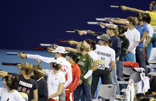 图文-奥运会女子现代五项赛况 万枪齐发