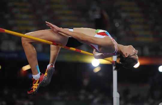 图文-女子跳高比利时选手夺金 埃勒博飞身过杆