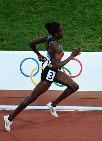 图文-[奥运]田径女子1500米决赛 跑动姿势很轻盈