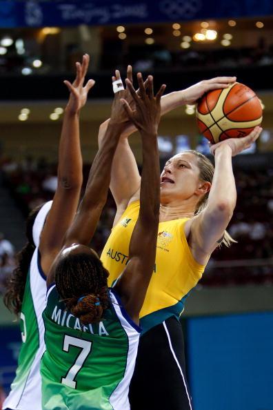 图文-奥运会11日女篮小组赛赛况 看她破除夹击