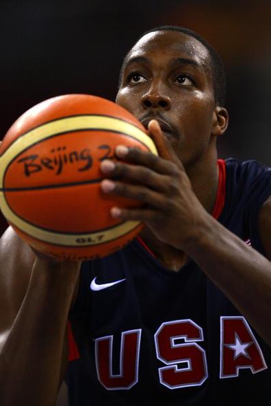 图文-安哥拉76-97美国男篮 霍华德轻松罚球