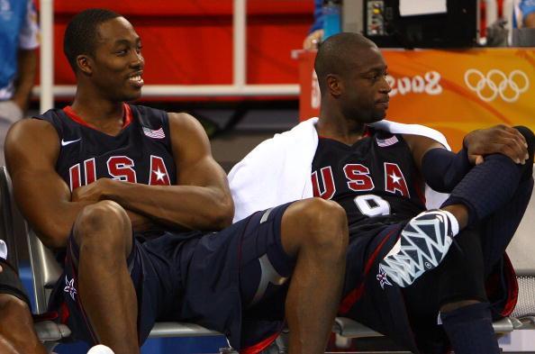图文-安哥拉76-97美国男篮 韦德轻松观看比赛